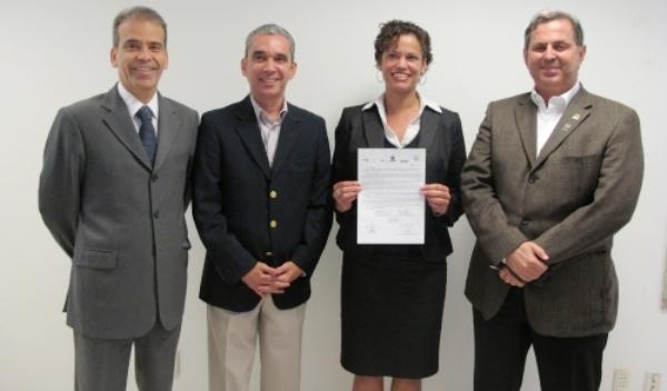 Consulado americano solicita criação de voo Recife-Eua